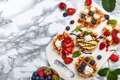 бельгийские waffles ягод Стоковые Изображения RF