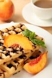 Бельгийский waffle и чашка кофе Стоковые Изображения RF