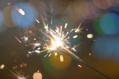 Бенгальский огонь Bokeh бенгальского огня красочный Бенгальский огонь предпосылки ночи Стоковая Фотография RF