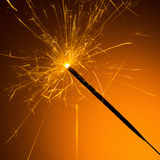 бенгальский огонь на Новых Годах Eve стоковые изображения