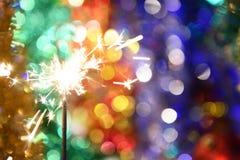 бенгальский огонь на предпосылке запачканных светов Стоковые Изображения RF
