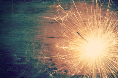 Бенгальский огонь на старой деревянной предпосылке Стоковое фото RF
