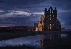 Бенедиктинское аббатство в темной [Whitby, Великобритания] Стоковые Фото