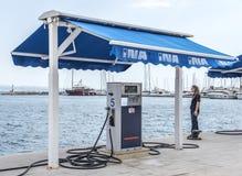 Бензозаправочная колонка в разделении, Хорватия шлюпки Стоковая Фотография RF