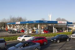 Бензозаправочная колонка Tesco Стоковые Фотографии RF