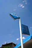 бензозаправочная колонка топлива автомобиля заполняя Стоковые Фотографии RF