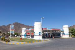 Бензозаправочная колонка ADNOC в Фуджейре, ОАЭ Стоковое фото RF