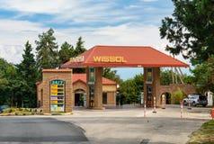Бензозаправочная колонка Wissol Город Sighnaghi Грузия Стоковая Фотография RF