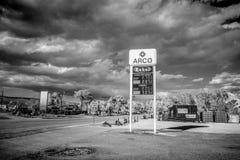 Бензоколонка в деревне Beatty в Неваде - BEATTY, США - 29-ОЕ МАРТА 2019 стоковое фото rf