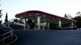 Бензоколонка Petro-Канады сток-видео