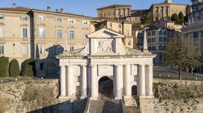 Бергамо, старый город Один из красивого города в Италии Lombardia Ландшафт на старом стробе назвал Porta Сан Giacomo Стоковые Фотографии RF