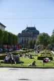 БЕРГЕН, НОРВЕГИЯ - 27-ОЕ МАЯ 2017: Жителя Бергена наслаждаются t Стоковые Изображения