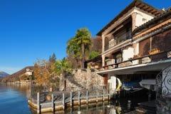 берега pehoe парка paine озера дома америки Чили del гостиницы torres национального южные стоковое изображение
