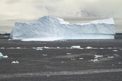 Береговая линия Антарктики - глобальное потепление - образования льда Стоковая Фотография