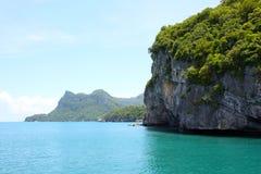 Береговая линия в парке ремня Ang национальном морском, Таиланде стоковая фотография