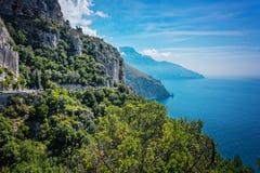 Береговая линия и Средиземное море Амальфи в Италии Стоковые Фото