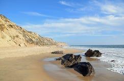 Береговая линия на кристаллическом парке штата бухты, южной Калифорнии стоковые изображения rf