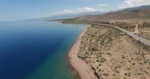 Береговая линия, озеро горы сток-видео