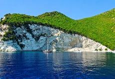 Береговая линия острова Atokos стоковая фотография rf