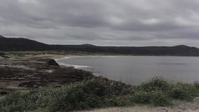 Береговая линия панорамы с вулканом видеоматериал