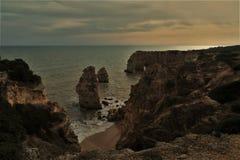 береговая линия утесистая Стоковые Изображения