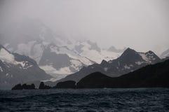 Береговая линия Южной Георгии в штормовой погоде стоковые изображения