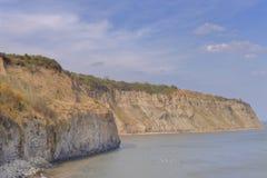 Береговая линия Англии, залив Робина Гуда, северный Йоркшир, Великобритания стоковые фото