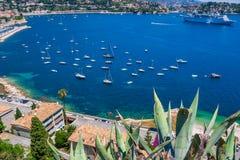 Береговая линия славного города в южной Франции стоковое фото rf