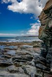Береговая линия Тасмании, нетронутая красота стоковое изображение rf