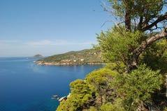 Береговая линия Alonissos, Греция стоковые изображения rf