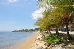Береговая линия Roatan, Гондурас стоковая фотография