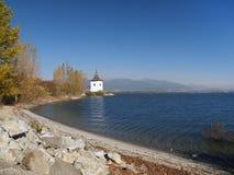 Берег, башня и горы Rohace стоковое фото rf