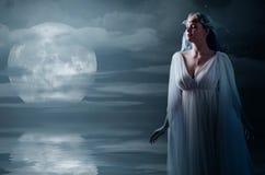 Берег девушки Elven на море Стоковые Изображения RF