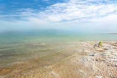 Берег мертвого моря идет в горизонт стоковые изображения rf