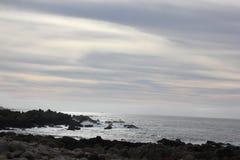 Берег моря вдоль утеса Китая, привода 17 миль, Калифорнии, США Стоковое Изображение