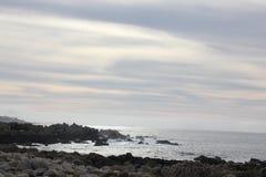 Берег моря вдоль утеса Китая, привода 17 миль, Калифорнии, США Стоковая Фотография RF