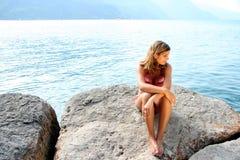 берег озера бикини красотки Стоковое фото RF