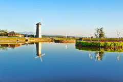 Берег озера ветрянки Стоковая Фотография