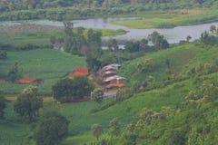 Берег озера, малое сельское vilage Стоковое Изображение RF