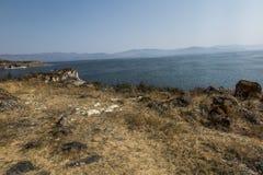 Берег озера Sevan в районе монастыря Sevanavank Стоковые Фото