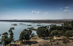 Берег озера Sevan в районе монастыря Sevanavank Стоковые Изображения RF
