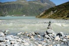 берег пирамиды из камней Стоковые Изображения RF