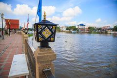 Берег реки верхнего света столба на Wat Phananchoeng Стоковое Фото