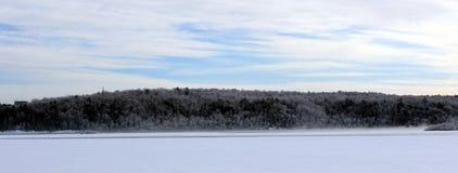 Берег реки в зиме Стоковое Изображение