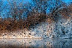 Берег реки в зиме Стоковая Фотография