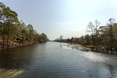 Берег реки в Angkor Wat, Siem Riep, Камбодже Стоковые Изображения RF