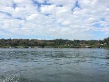 Берег реки на Sankhaburi Стоковые Фотографии RF