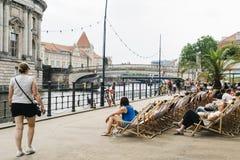 Берег реки реки оживления в Берлине, Германии стоковые фотографии rf
