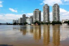 берег реки элиты квартиры Стоковое Изображение
