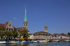 Берег реки Limmat в Цюрихе Стоковые Изображения